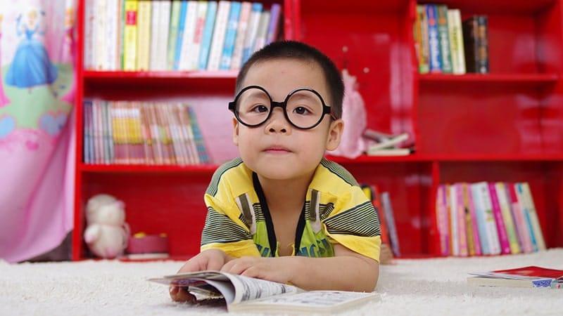 Nama bayi yang berarti cerdas - Bayi dan buku